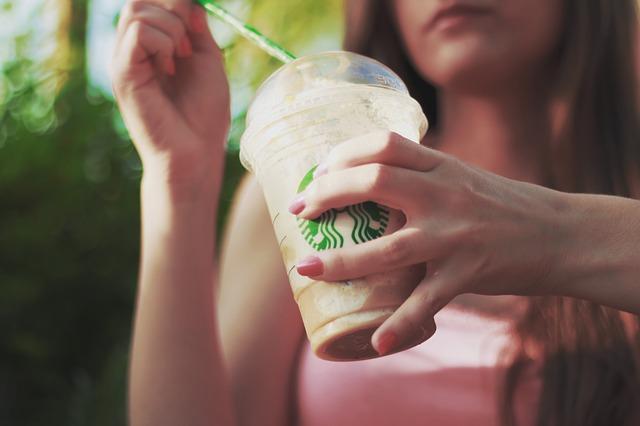 1. 每天喝一杯(以上)飲料  一杯30-50元的飲料,一個月就要將近1500元啊!(更別說咖啡了....)
