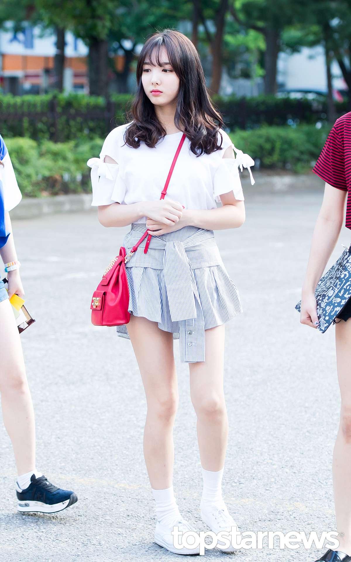 就在今天娜璉的粉絲也聯合向韓國提供舒適居住地的非盈利團體捐款100萬韓幣和150張TWICE的專輯,來紀念娜璉出道后的第一個生日。