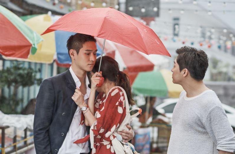 第11集開始,原本是超級好朋友的男主角和男二(感情真的超級好,好到小編都想懷疑他們才是情侶的程度),兩人終於要來搶女主角啦(撒花)比起一般韓劇中完美到不行或內心曾經受傷過的那種男主角,這種要搶好友愛人的男主角更有趣啊XDD