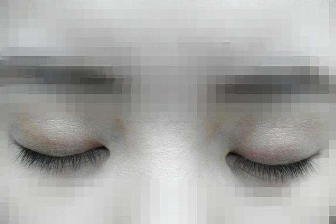 接著來實測看看,首先是素睫毛照來一張