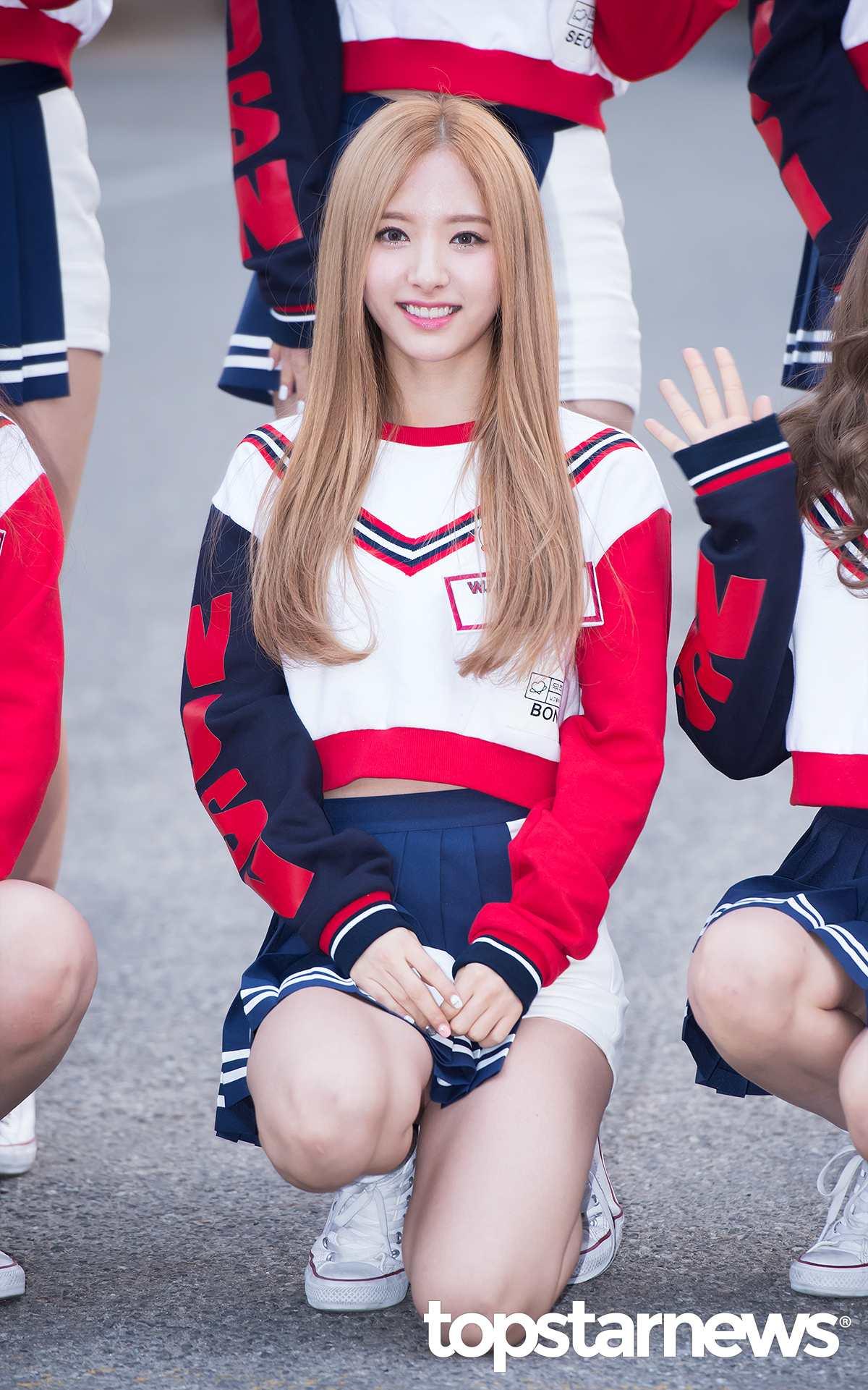 另外也常被提到有門面資格的,還有今年21歲的姐姐Line韓籍成員BoNa(苞娜)