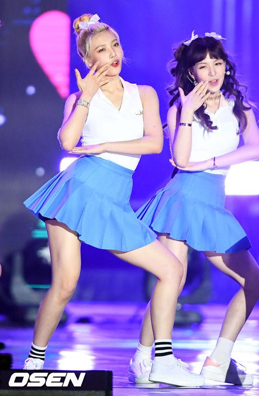 Red Velvet的Joy被嚇到馬上抱緊站在旁邊的Wendy !!!