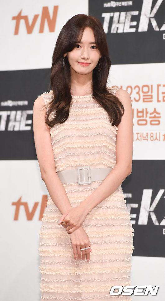 在《THE K2》首播前的記者發布會上,韓國網友們也注意到…潤娥最近又是個瘦得很離譜的境界(笑)不過真的好美啊~~