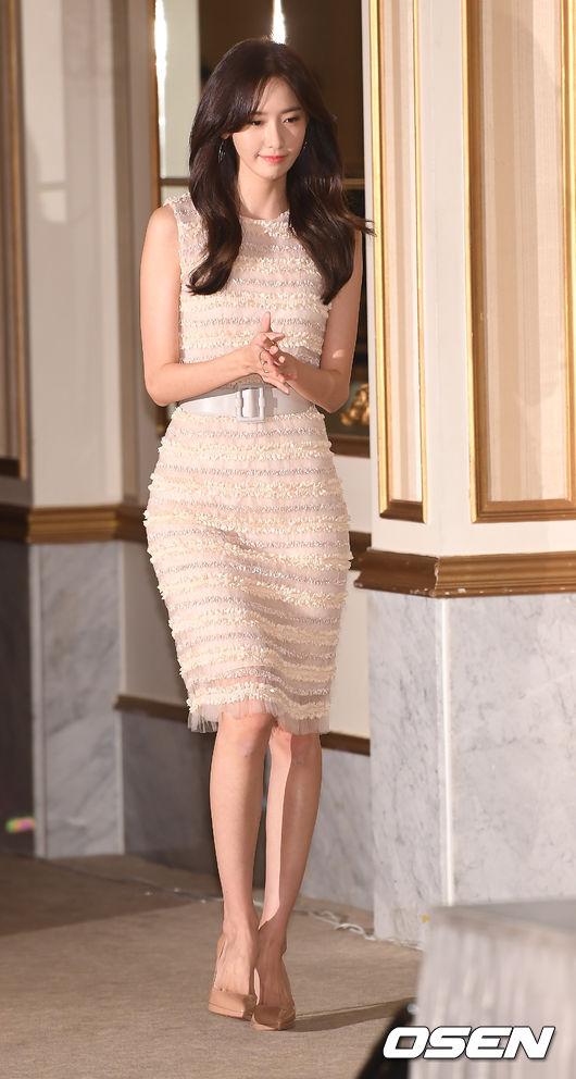 甚至有韓國網友形容「真的瘦到只剩骨頭了!」,雖然真的瘦得很誇張,但不得不說潤娥的身材曲線還是很棒欸♥