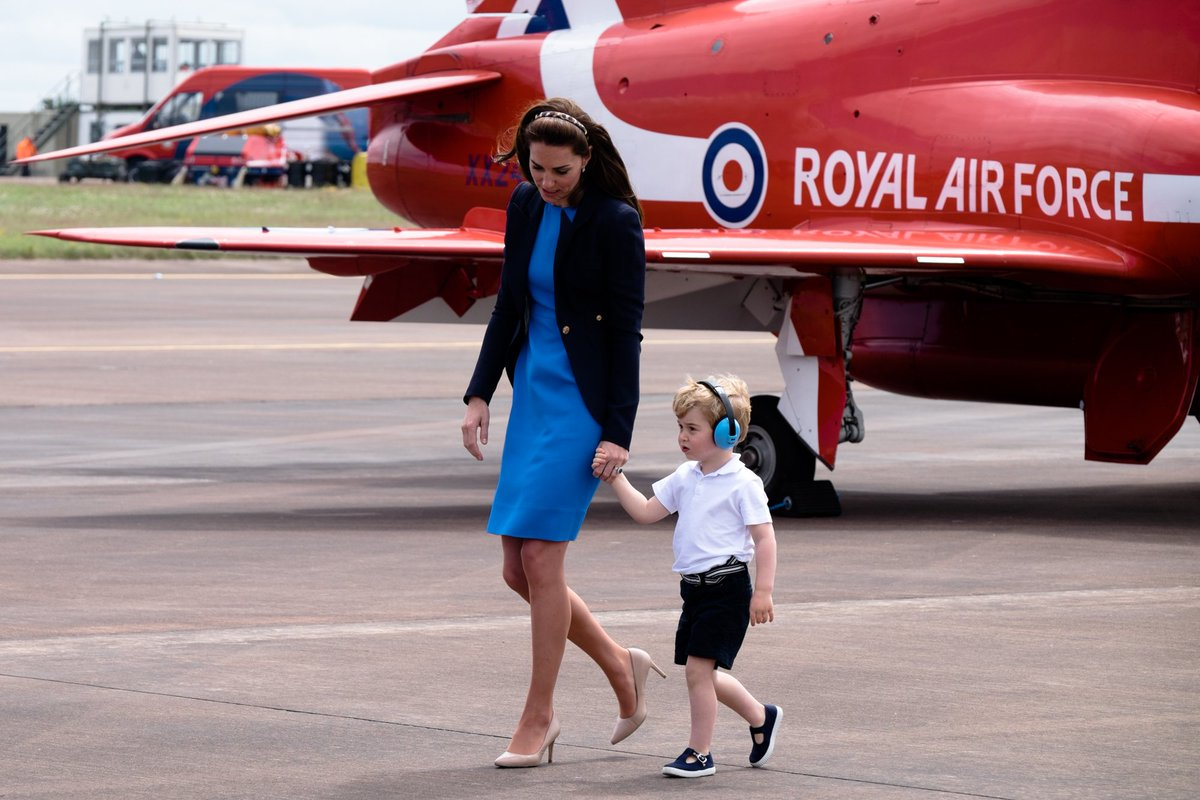 在英國的貴族、皇室中有著不成為文規矩: 「小男孩要穿短褲」