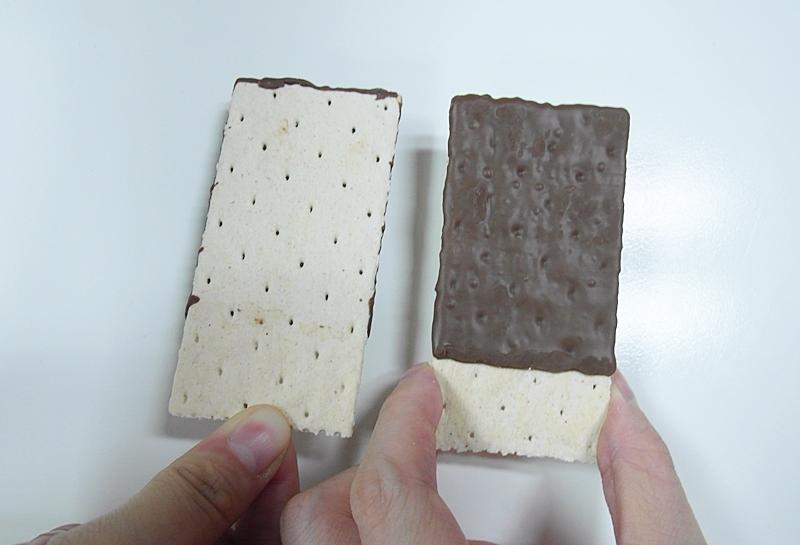 但上面的巧克力淋醬只有單面唷,這樣可能比較不會膩口啦~