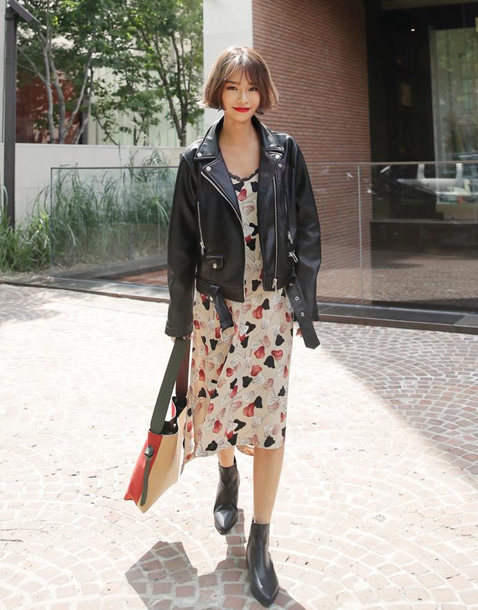 飄逸的雪紡材質長裙,也是摩登少女愛慘了的一種style!