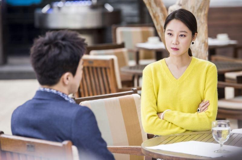 最近韓國人都在討論什麼劇呢?今天小編帶來了由電視話題性分析機構公布的「韓國電視劇話題性排行TOP10」,在看上週(10.03~10.09)的名單之前,先來回顧一下上次(09.26~10.02)的排名吧!