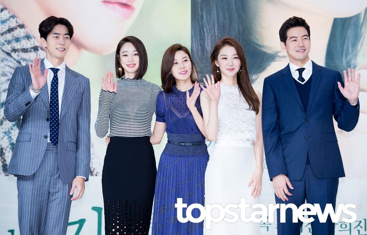 ✿TOP 5- KBS2《通往機場的路》 話題佔有率:6.76% ➔上升2個名次 ※主要在描述30代後半到40代前半間已婚男女的故事,雖然不是專門探討空服員的電視劇,但對空服員的日常生活多有著墨,也描寫了現代人夢想的韓屋及濟州島生活。