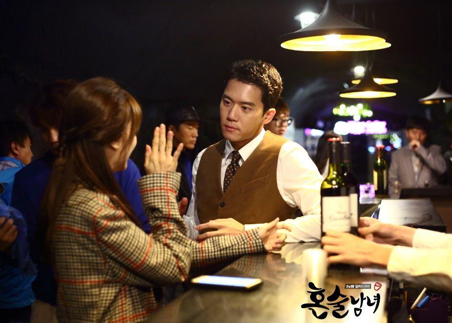 ✿TOP 4- tvN《獨酒男女》 話題佔有率:7.87% ➔持平 ※是韓國首部以鷺粱津補習街為題材的喜劇,講述了因為不同原因而喜歡獨自喝酒的講師們,與準備公務員考試的學生們之間所發生的故事。
