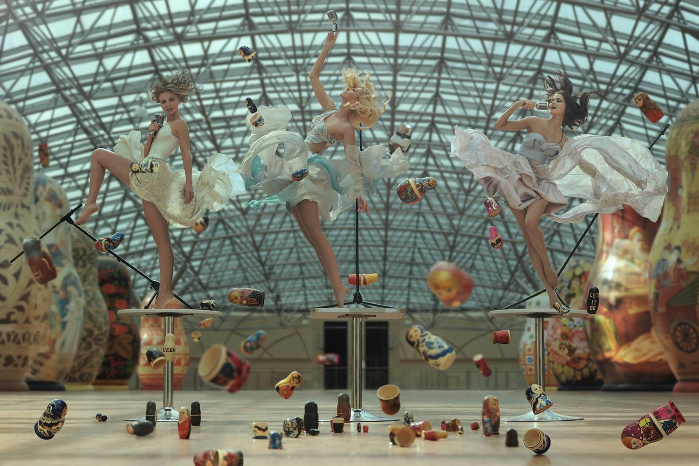 雖然從模特到場景都已經很漂亮了, 但是整個飛舞跳躍反重力的設置,讓畫面更有魅力了!