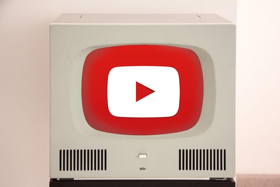 有人是透過電視、廣播,有人是在網路上隨機撥放。 也有人是透過他人推薦,才認識了新的音樂。 如果說音樂推薦人本身具有知名度,這份推薦名單也會被越多人看到。