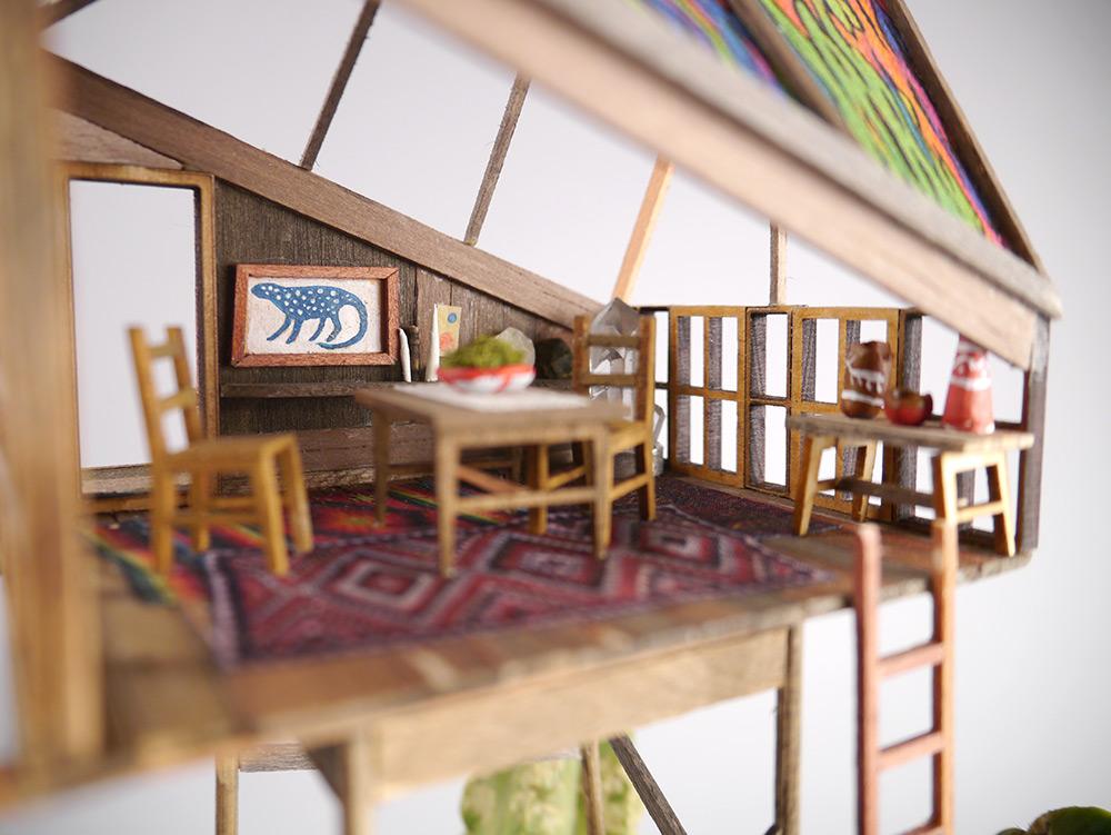 小小的家具,瓷器,畫,地毯... 每一件裝飾品都非常的精緻^^