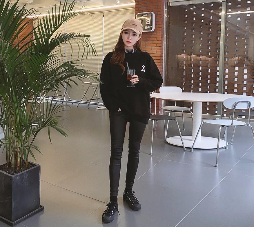 ☞牛仔褲_版型、彈性 牛仔褲完全就是版型定生死的單品,版型最重要 絕對要注意的就是屁股、腿部 如果連麻豆穿起來屁股都超大,你能想像你穿起來的樣子嗎?
