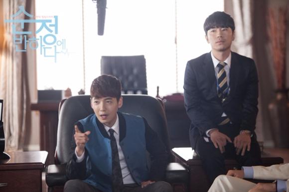 《為純情著迷》則是飾演鄭敬淏的秘書 沒錯~~~ 一樣是要應付很崩潰的老闆XDDDDD 而且這部韓劇當然造就了不少話題 有誰也一起陷入純情了呢~~~~~~~~