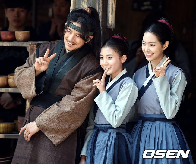 ✿TOP 9- MBC《獄中花》 話題佔有率:2.01% ➔上升3個名次 ※主要在描寫朝鮮時代的律師制度外知部的殘酷統治之下,黎民百姓努力獲得新生的故事。