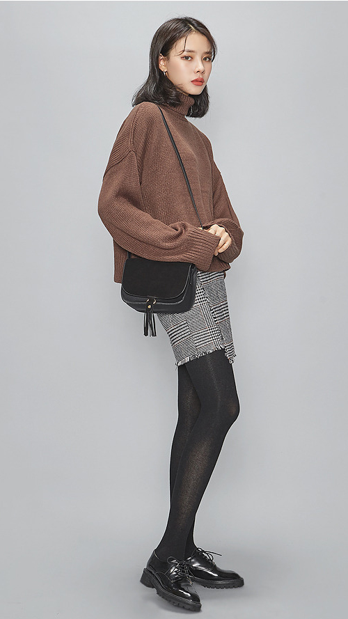 ❈ 毛衣+包臀裙 如果你是上班族,想要幹練又女人味的話, 那麼毛衣 X 包臀裙就是你的職場不二選擇囖^^