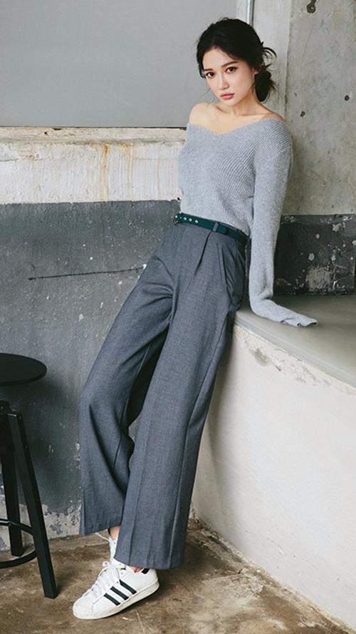 ❈ 毛衣+闊腿褲 作為最能修飾腿型的褲裝怎麼能少的了闊腿褲^^  關注時尚的女生一定不陌生毛衣和闊腿褲的搭配, 一搭就驚艷的組合,不試一試豈不是可惜了唷!