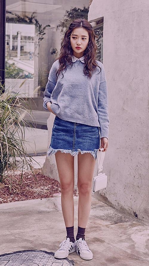 灰色非常適合秋天! 搭配破邊包臀牛仔裙,時尚又顯瘦... 把毛衣扎進腰裡或是全部拉到外面都可以喲~