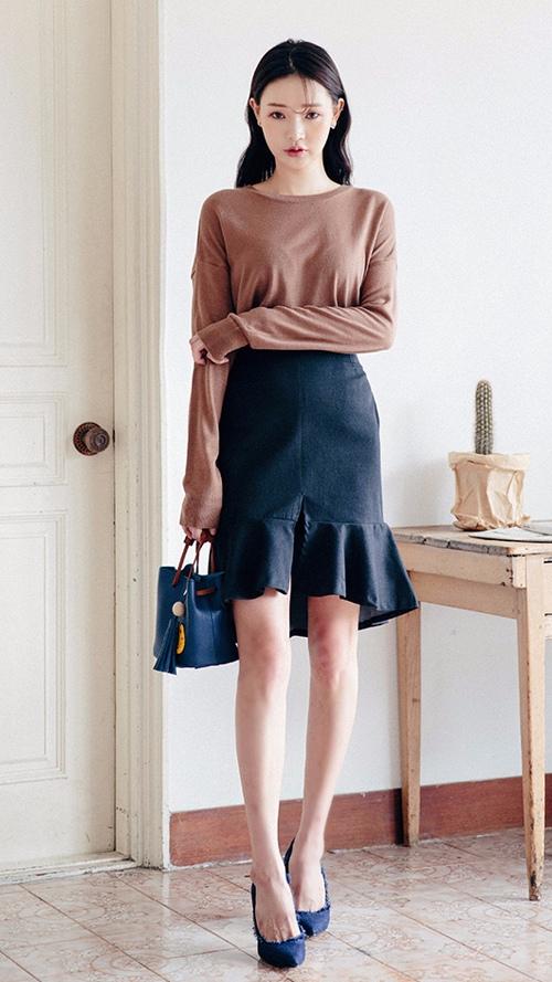 如果大腿太粗,摩登少女建議選擇像這樣前短後長的魚尾設計包臀裙...時尚優雅...又充滿著強大的氣場,職場girl可以嘗試一下哦^^