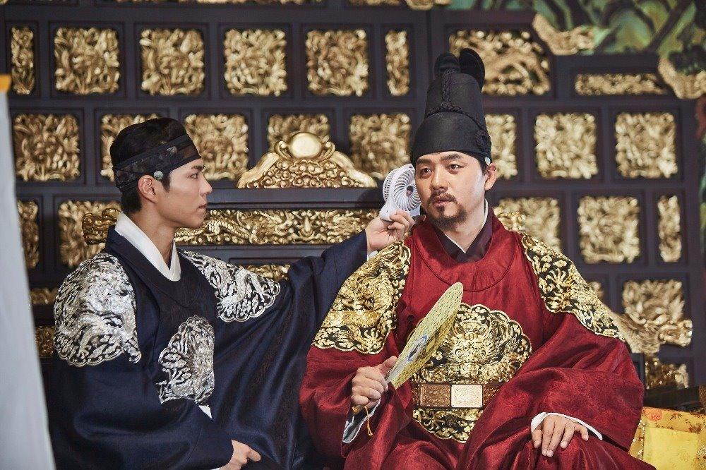 ✿朝鮮純祖 (金承洙飾) 在《雲畫》中飾演世子的父王朝鮮純祖的金承洙,接下來將演出日日劇《再次,初戀》中的車道允一角,預計在12月播出。
