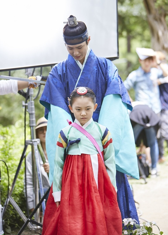 ✿永恩翁主(許廷恩飾) 世子殿下另一位可愛的妹妹永恩翁主,接下來可以在KBS水木劇《Oh My 金雨》中看見她的身影,將接檔《通往機場的路》在11月16日播出。