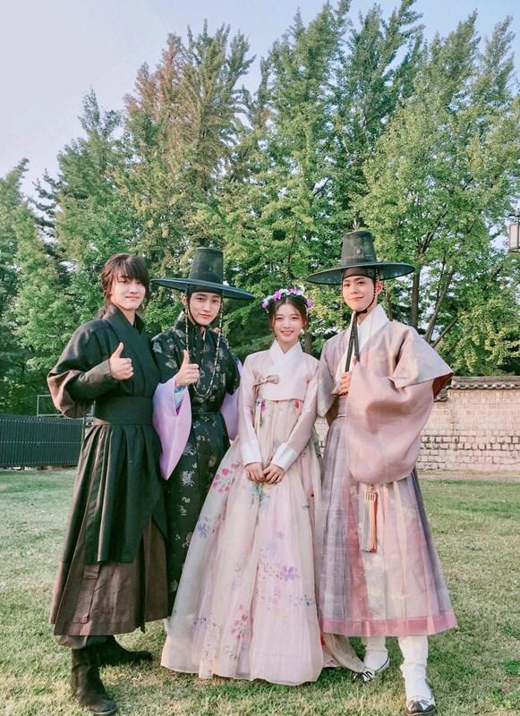 前陣子有不少韓國網友克服「週一病」的辦法,就是靠著月火劇《雲畫的月光》來安慰自己的內心…(月火劇:週一週二播出的戲劇)
