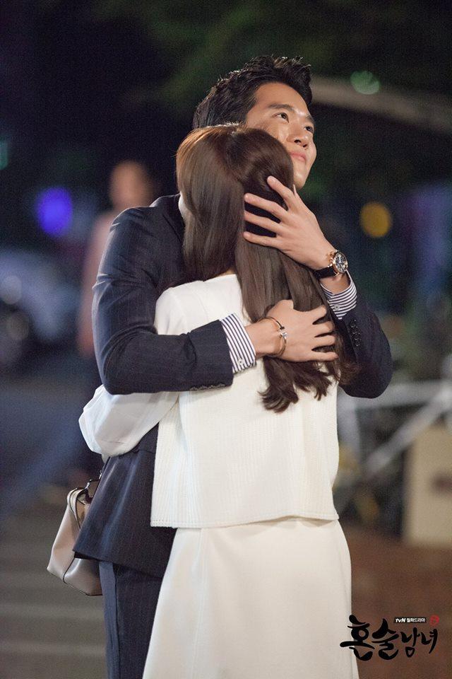 首先是已經推薦N遍的tvN《獨酒男女》,這部真的後勁蠻強的!一開始有些人可能會覺得有點無聊,但後面越來越好看,每位配角也都有著強烈的存在感,相信tvN看就對了~~(不過《獨酒男女》也快結束了…)