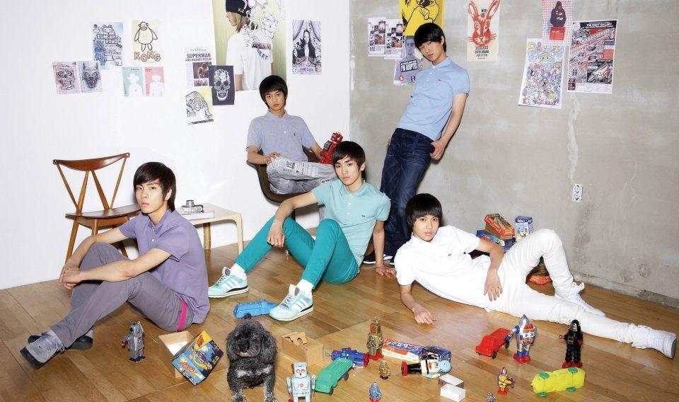 SHINee 出道日期: 2008年5月25日 SHINee出道走清新風~那時就開始就有高人氣~!!!