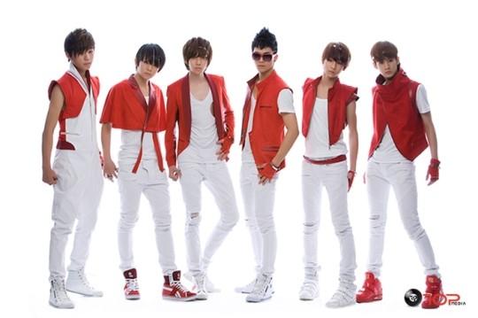 TEEN TOP 出道日期:2010年7月10日 他們剛出道真的爆瘦啊...