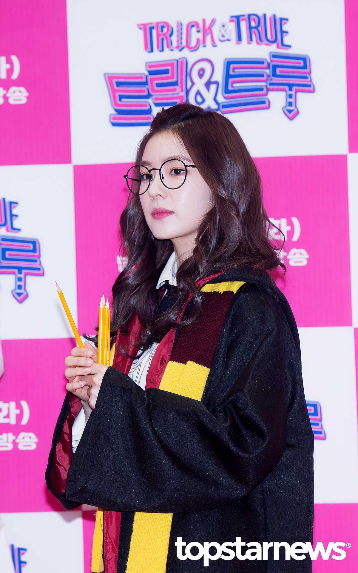 Irene 的穿著和妝容都成為女生關注的焦點,人氣完全爆棚!!!