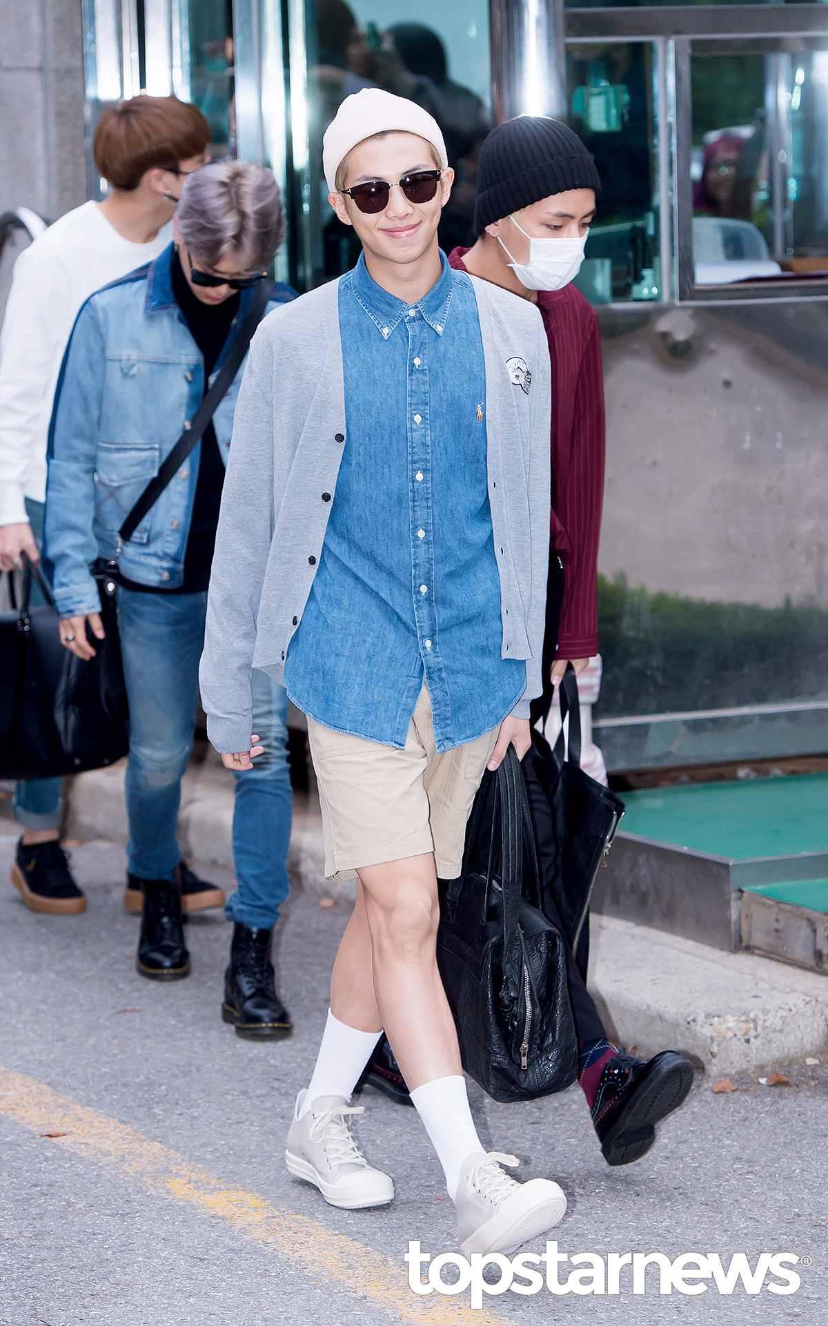4.短褲 X 中筒襪 男生穿這種膝蓋以上的短褲本來就很需要勇氣,但如果再加上中筒襪看起來真的很像幼兒園的校服風格,雖然很韓風,但摩登少女還是建議男生不要輕易嘗試。