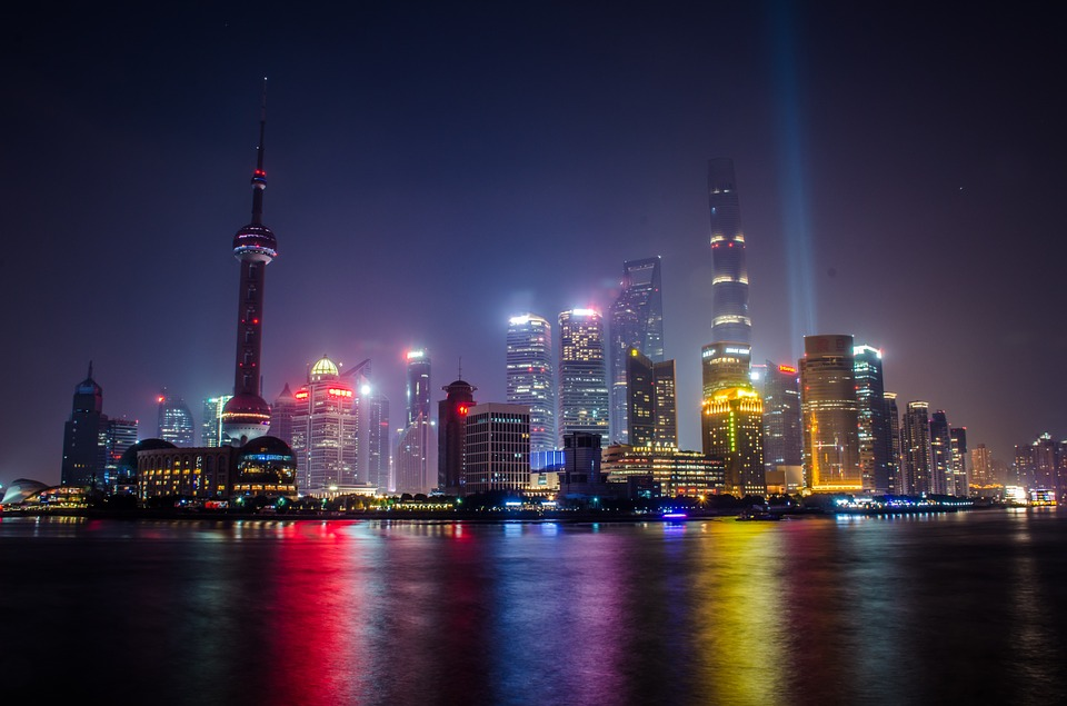 #5 上海 中國的指標性繁榮大都市,高聳的摩天建築與不夜的絢爛燈光都十分吸引人!