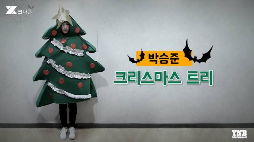 扮成聖誕樹的承俊啦XDDDD 好像第一次看到有人在萬聖節扮成聖誕樹,完全是新概念啊(笑)明明就是萬聖節欸,太鬧了啦~~~而且為什麼是白臉不是綠臉哈哈哈哈
