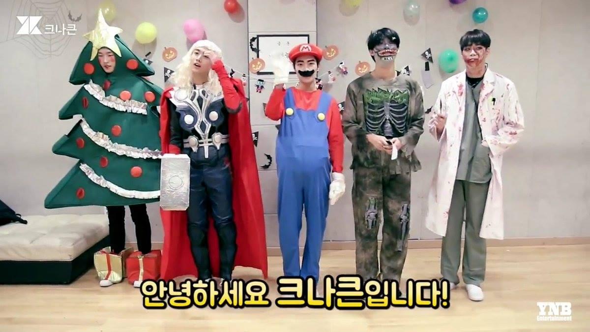 大家覺得KNK扮得如何呢?韓國網友們因為聖誕樹而笑翻XDD 小編個人是覺得精緻度上還是SHINee最猛,但KNK今年真的有拿出誠意,有用生命在扮妝了XDD