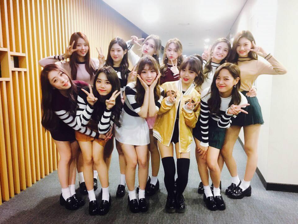 不只Somi和TWICE因為都是JYP的一家人而感情好,上回潔瓊就曾說因為和TWICE活動上經常遇到,再加上Somi經常在I.O.I 成員前聊到 TWICE的事,讓兩隊的距離也因此拉近中