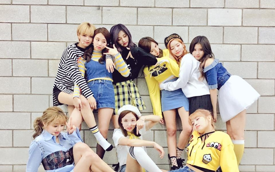TWICE(2015年出道) 當時年紀 20歲-娜璉 19歲-定延、Momo、Sana 18歲-志效、Mina 17歲-多賢 16歲-彩瑛、子瑜