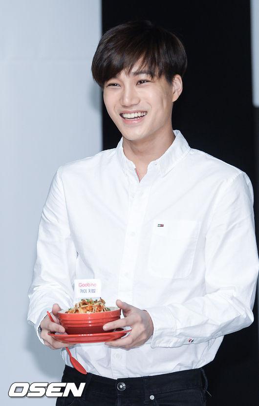 除了眾多大咖演員之外,也有2位偶像在名單中~~ EXO的熊Kai ,笑起來真的好可愛~~