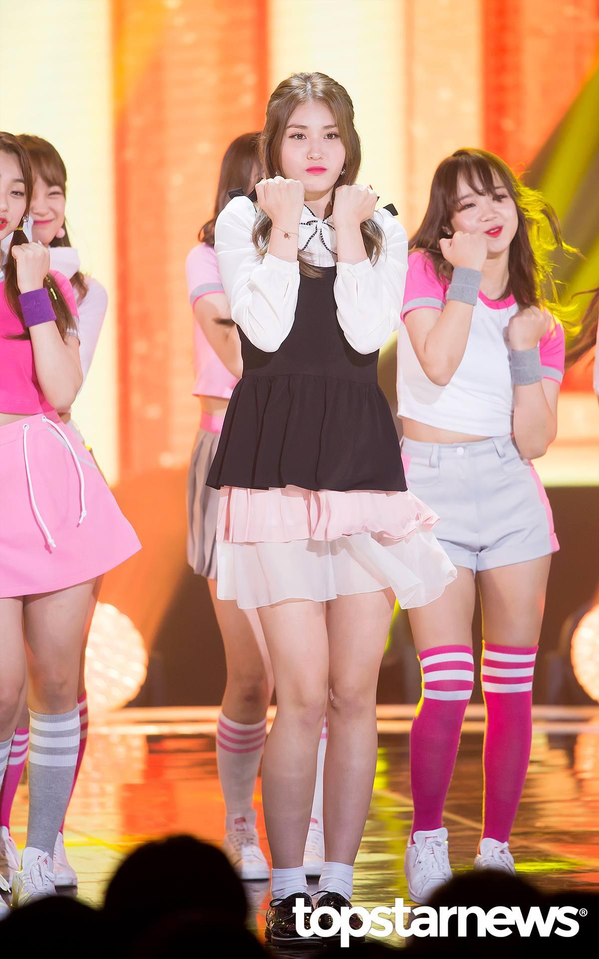 因為不僅Somi日前就曾表示過,在 I.O.I 活動結束後,她將會重回歸 JYP練習生的身份繼續努力,希望在將來以更好的面貌和大家見面之外,JYP旗下也有不少被認為相當有實力的練習生,因此Somi加入JYP打造的新女團的機會也相當高