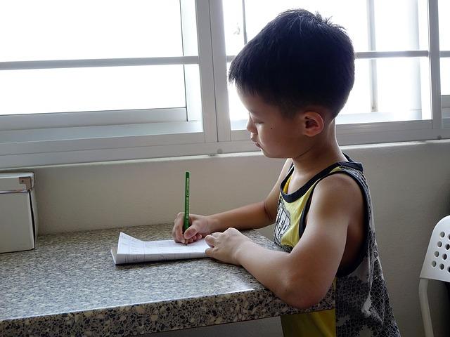 參與活動的家長們認為,孩子們接受的作業量太多了,會干擾到孩子們的課外發展,也影響到家庭生活 (台灣的家長絕對不會這樣說...)