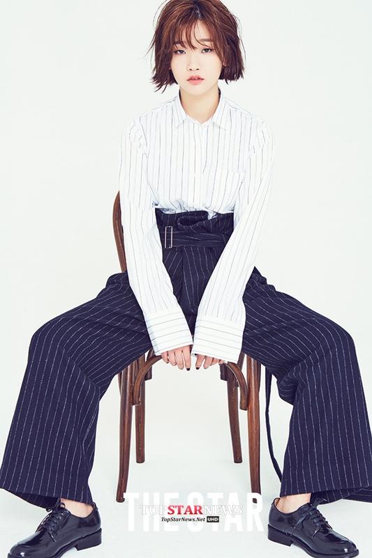 登登!就是這系列的畫報! 韓國網友表示之前覺得朴素淡就是可愛可愛的,但這次的畫報看起來很有自己的個性和風格!