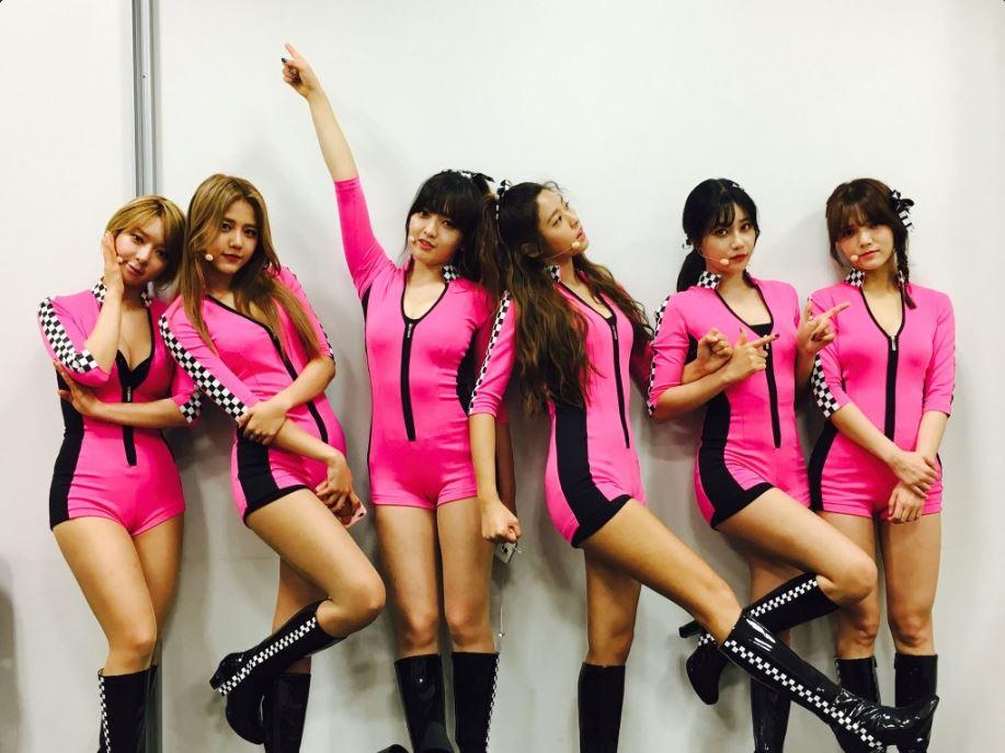 雖然上回MV找來搖滾歌手西川貴教為AOA拉抬聲勢,但是比韓國更露的舞台風裝讓AOA粉絲超崩潰,特別是草娥上回賽車女郎的服裝再搭配前傾的舞蹈動作,更是每次都看得AOA的粉絲總是在害怕走光,想拜託FNC讓她們穿回去