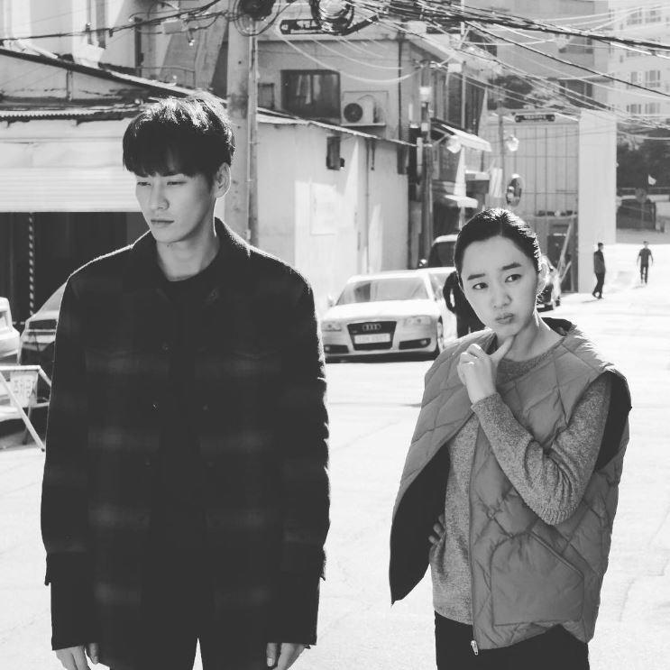 ✿TOP 7 KBS2《住在我家的男人》 話題佔有率:3.59% ➔下降2個名次 ※講述一位時隔許久回到故鄉的可愛空姐-洪娜麗(秀愛飾),和一位聲稱自己是新爸爸的年下男之間,所發生的搞笑浪漫愛情劇。