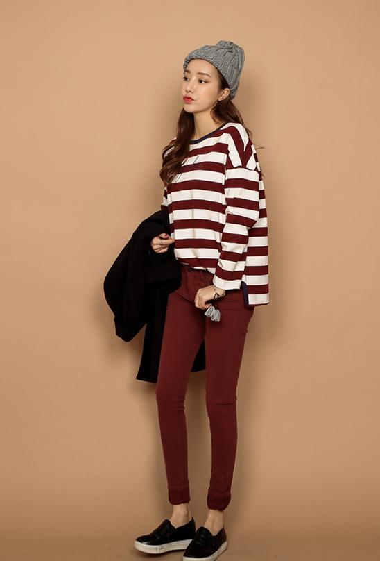 酒紅色×酒紅色 同色穿搭法也是摩登少女很喜歡的搭配,但像是亮眼的黃色、粉紅色等就盡量不要做整套搭配比較好。