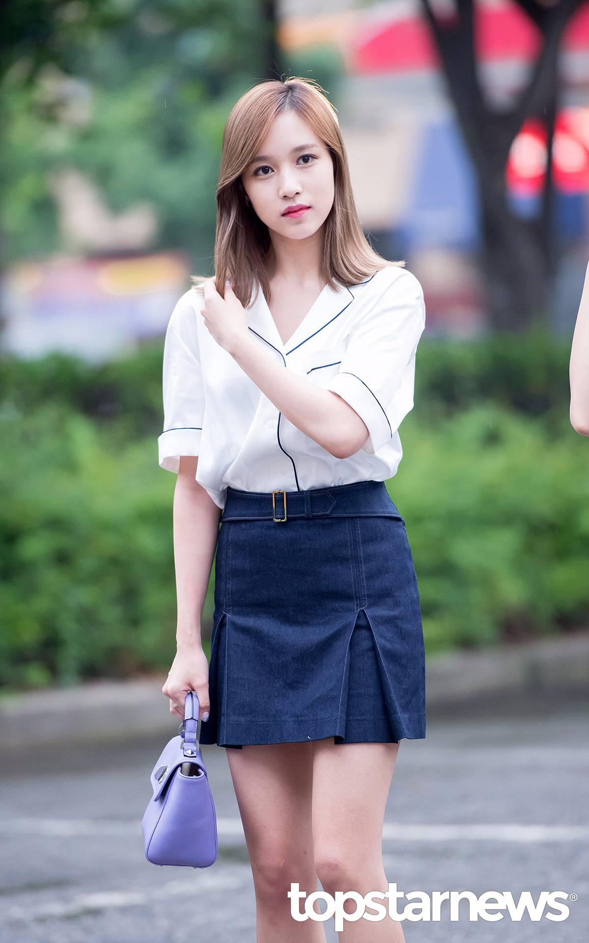五官精緻,臉小,身材又超瘦的Mina真的比較適合直髮!