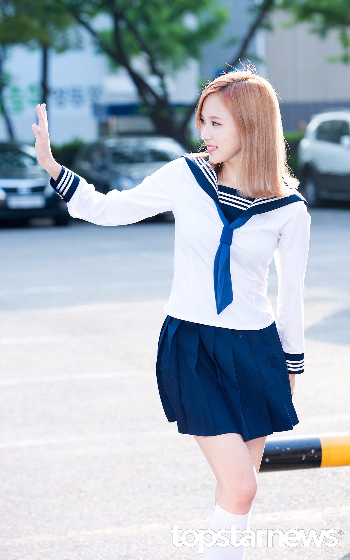 穿著海軍風水手服的Mina~~真的像似從日本漫畫里走出來的。