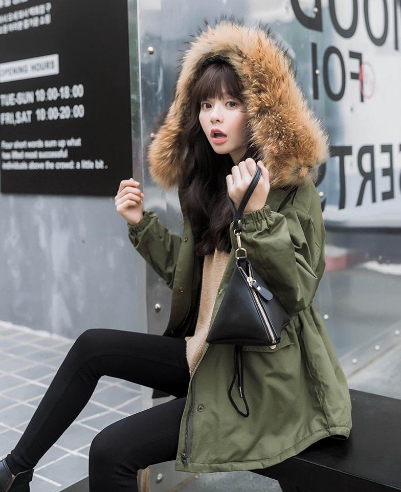 或者是這種超保暖的軍裝外套也是不錯的選擇。