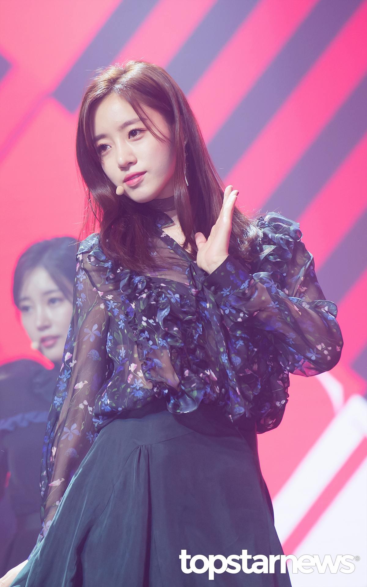 EunJung:發生了和榮(前成員花英)的事情, 對我們來說 T-ARA的形象也發生了變化, 因為度過了很辛苦的時間,所以會永遠記在心上警惕自己。 現在就算看到和榮也可以笑著打招呼