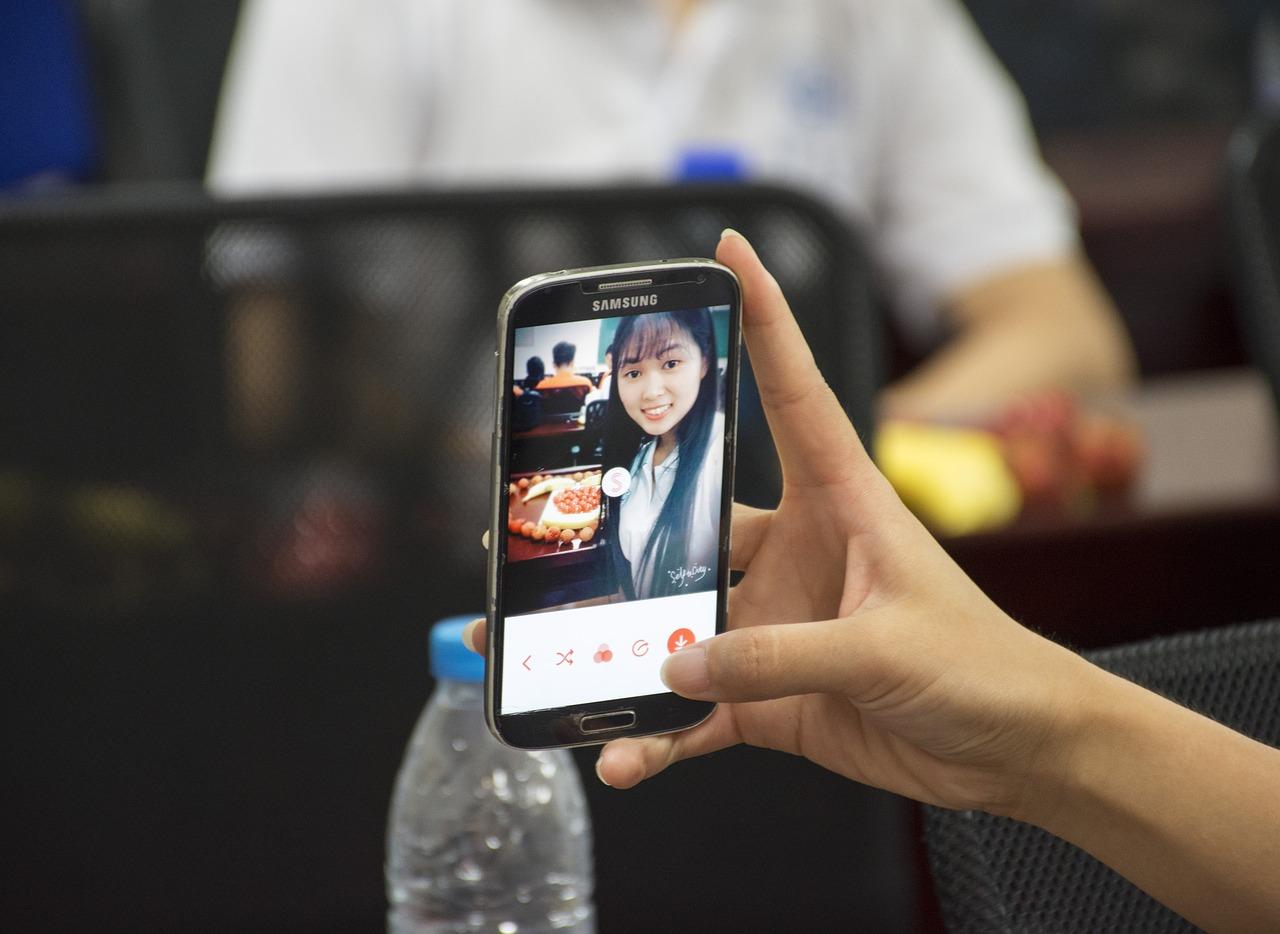 2~5名有: Facebook(80.5%) Instagram(52.3%) Messenger(41.5%) PTT(30.9%)