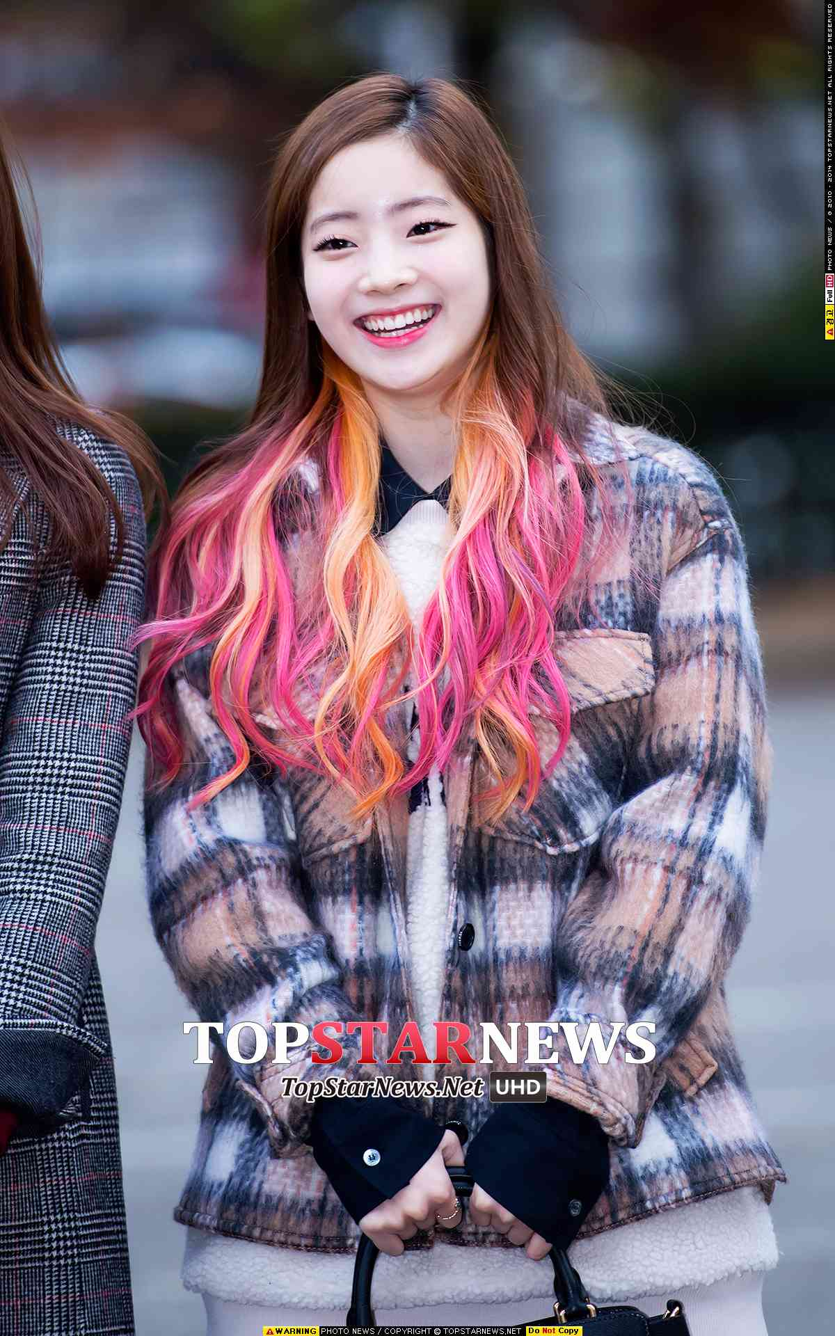 剛出道時候,多賢挑染的髮尾在15年冬天還一度成為韓妞模仿的指標。